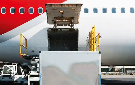Loading and unloading of airplanes