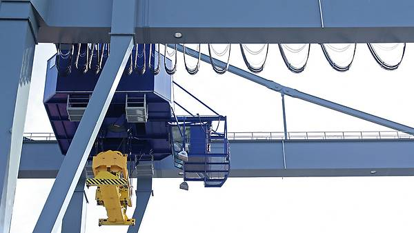 Drive solution for hoists in cranes   SEWEURODRIVE