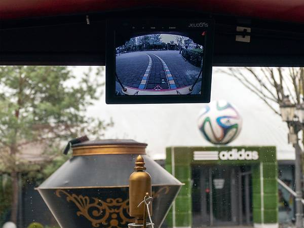 Screen with camera image in the driver's cab