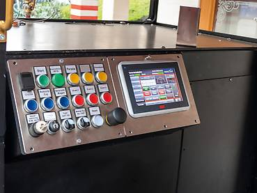 Control panel with display for operating the locomotive