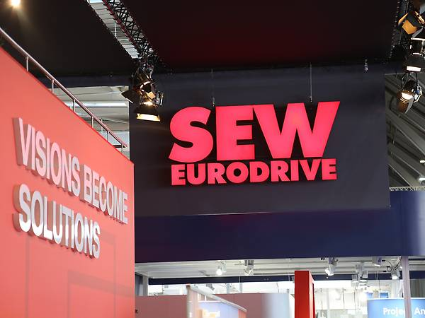HANNOVER MESSE Messestand / Messe-Slogan VISIONS BECOME SOLUTIONS und SEW-EURODRIVE Logo
