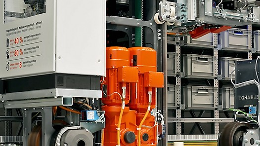 Smart solutions for warehouse logistics on the large-scale model with Steffen Pfaadt