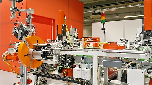 Machine automation in the large-scale model with Ralf Niedermowwe