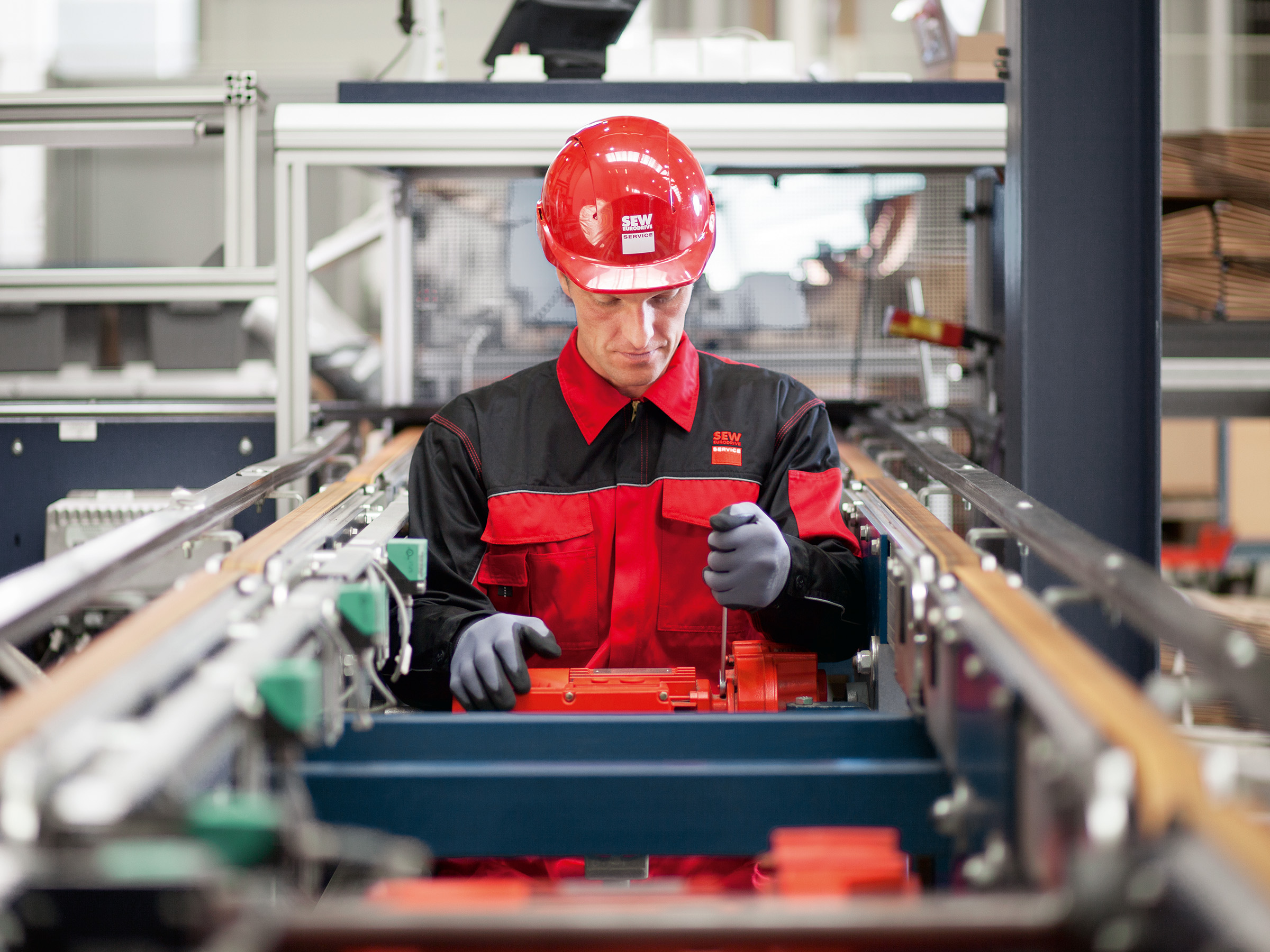SEW-EURODRIVE employee carrying out maintenance work